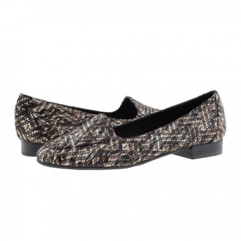 https://cache2.paulaalonso.es/11922-115018-thickbox/zapatos-estilo-sleepers-piel-negra-estampada.jpg