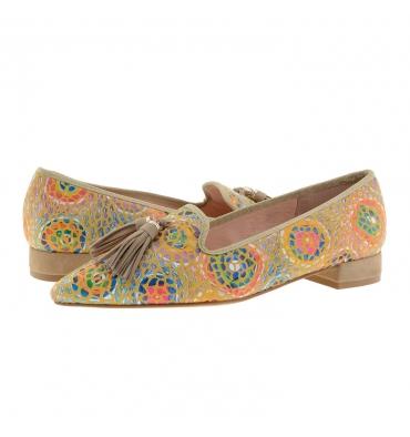 https://cache.paulaalonso.es/11928-115048-thickbox_default/zapatos-camel-punta-fina-piel-ante-y-multicolor.jpg