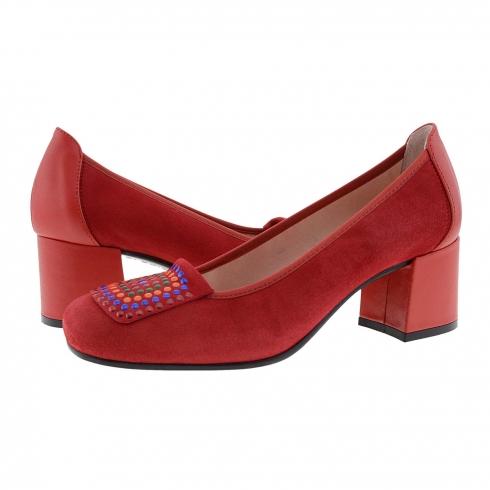 https://cache.paulaalonso.es/11937-115137-thickbox/zapatos-piel-ante-rojo-con-tachas-de-colores.jpg