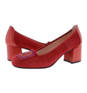 https://cache.paulaalonso.es/11937-115137-thickbox_default/zapatos-piel-ante-rojo-con-tachas-de-colores.jpg