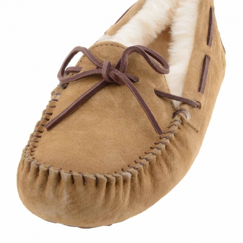 https://cache1.paulaalonso.es/5763-78871-thickbox/zapatillas-estilo-mocasin-dakota-de-ugg.jpg
